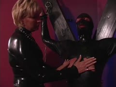 Latex dominant mistress abuses her panzy servant