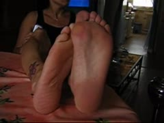 I want a feet sniffing slave