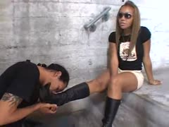 Spoiled black teen order sub man to clean her boots