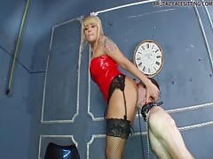 Mistress Simona received deep pussy eating